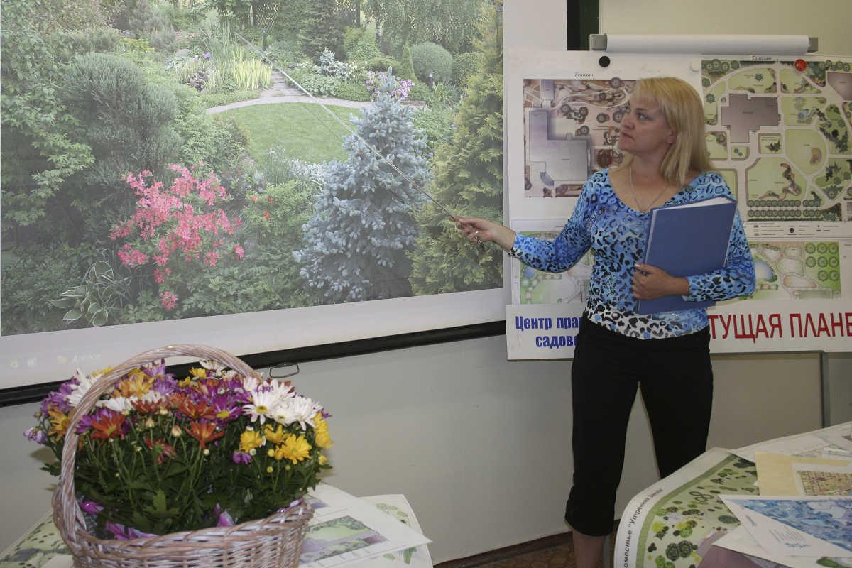 Дизайнер сада – ПРОФИ, можно чуть укрупнить вперед, подрезав карзинку, слева